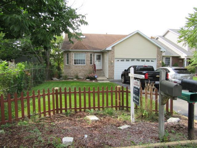 805 Ridge Avenue, Wauconda, IL 60084 (MLS #10089318) :: The Saladino Sells Team