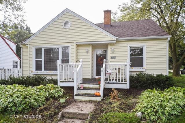 627 Quinlan Lane, Woodstock, IL 60098 (MLS #10089579) :: Lewke Partners