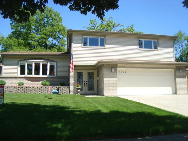 1620 Walnut Street, Park Ridge, IL 60068 (MLS #10091877) :: The Jacobs Group