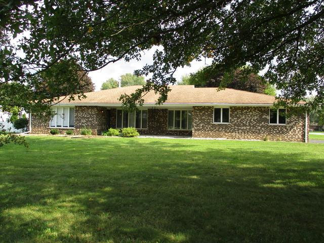 6219 Warren Street, St. Anne, IL 60964 (MLS #10105742) :: Ani Real Estate