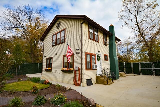 1823 Park Avenue, North Chicago, IL 60064 (MLS #10122789) :: Domain Realty