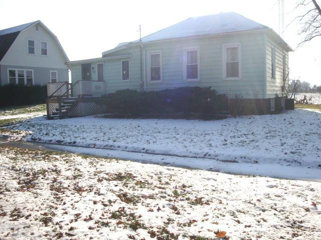 321 E Garfield Avenue, Cissna Park, IL 60924 (MLS #10138324) :: The Dena Furlow Team - Keller Williams Realty