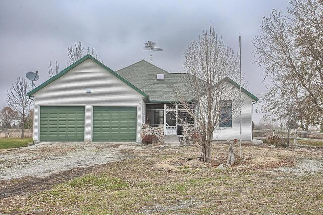 1135 N County Road 2050 E, NEWMAN, IL 61942 (MLS #10139688) :: Berkshire Hathaway HomeServices Snyder Real Estate