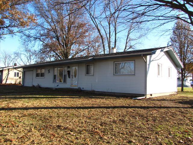 404 Southland Drive, Tuscola, IL 61953 (MLS #10153496) :: Ryan Dallas Real Estate