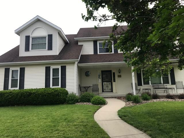 1413 Dover Road, Bloomington, IL 61704 (MLS #10300790) :: Berkshire Hathaway HomeServices Snyder Real Estate