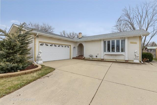 2211 Valley Drive, Lindenhurst, IL 60046 (MLS #10321991) :: Century 21 Affiliated