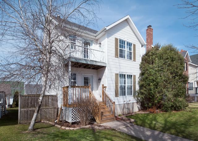 711 Benham Street, Kirkland, IL 60146 (MLS #10328453) :: Helen Oliveri Real Estate