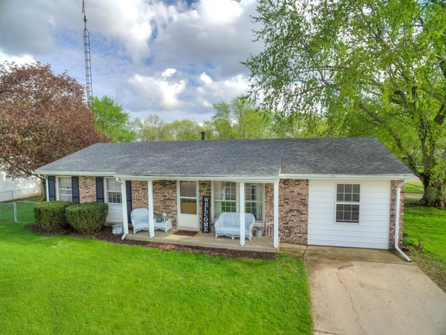 2 Kirkwood Drive, CLINTON, IL 61727 (MLS #10329742) :: Berkshire Hathaway HomeServices Snyder Real Estate