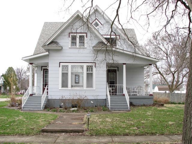 212 W Adams Street, VILLA GROVE, IL 61956 (MLS #10332734) :: Ryan Dallas Real Estate