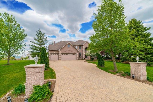19057 S Saddlebrook Drive, Shorewood, IL 60404 (MLS #10343251) :: Helen Oliveri Real Estate