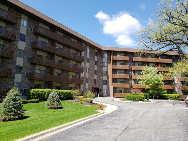 120 Lakeview Drive #401, Bloomingdale, IL 60108 (MLS #10371706) :: Berkshire Hathaway HomeServices Snyder Real Estate