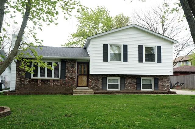 1913 Burr Oak Lane, Lindenhurst, IL 60046 (MLS #10382680) :: Berkshire Hathaway HomeServices Snyder Real Estate