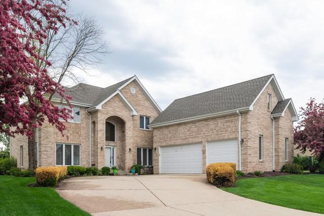 70 Cardinal Lane, Roselle, IL 60172 (MLS #10383629) :: Berkshire Hathaway HomeServices Snyder Real Estate