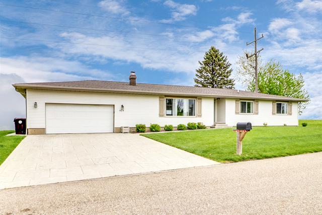 624 E Main Street, Danvers, IL 61732 (MLS #10386813) :: Ryan Dallas Real Estate