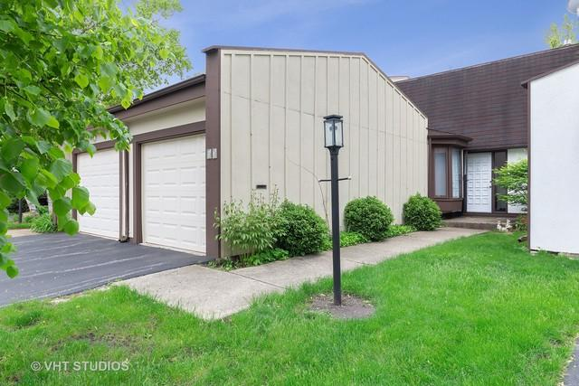 13 Deercrest Square, Indian Head Park, IL 60525 (MLS #10387902) :: Berkshire Hathaway HomeServices Snyder Real Estate