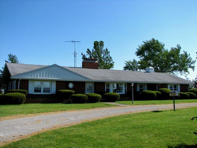 975 E County Road 600N, ARCOLA, IL 61910 (MLS #10409261) :: Lewke Partners