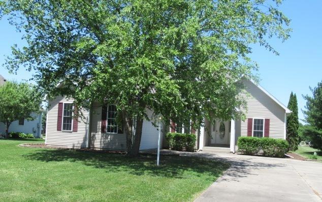 802 E Grand Avenue, ST. JOSEPH, IL 61873 (MLS #10409393) :: Littlefield Group