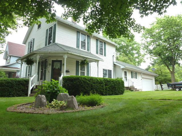 502 N Walnut Street, CLINTON, IL 61727 (MLS #10422593) :: Berkshire Hathaway HomeServices Snyder Real Estate