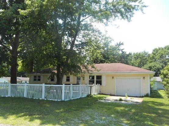 301 N Morgan Street, BEMENT, IL 61813 (MLS #10442924) :: Berkshire Hathaway HomeServices Snyder Real Estate