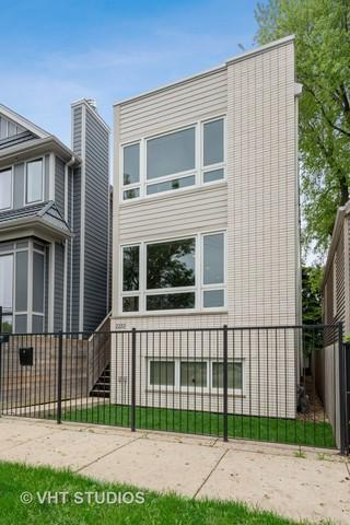 2232 W Oakdale Avenue, Chicago, IL 60618 (MLS #10443683) :: Berkshire Hathaway HomeServices Snyder Real Estate