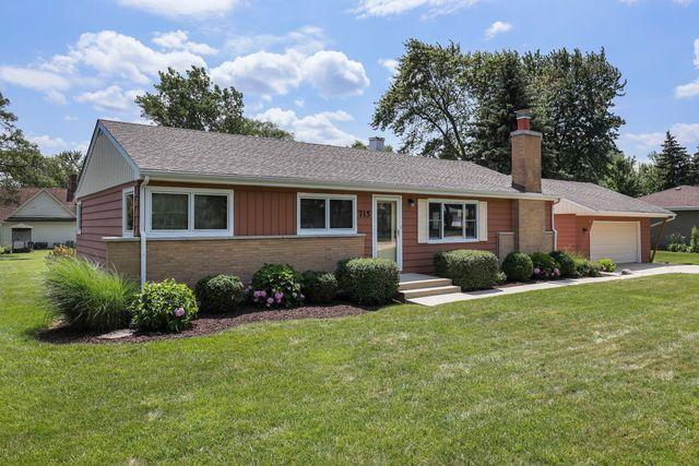 715 67TH Place, Willowbrook, IL 60527 (MLS #10447151) :: Berkshire Hathaway HomeServices Snyder Real Estate
