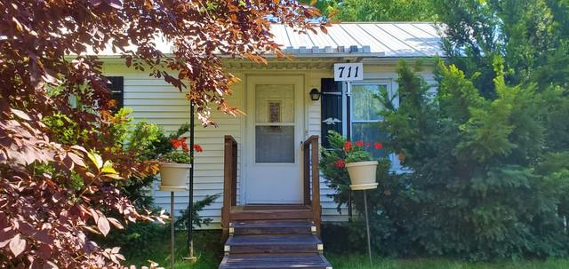 711 Monroe Street, Oregon, IL 61061 (MLS #10449440) :: Baz Realty Network | Keller Williams Elite