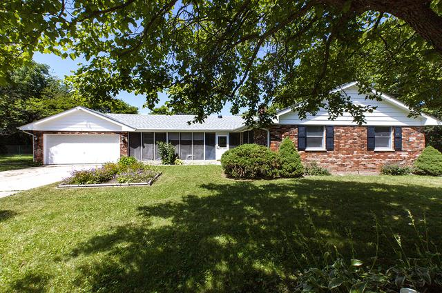 4290 Woodlawn Avenue, Gurnee, IL 60031 (MLS #10451394) :: The Perotti Group | Compass Real Estate