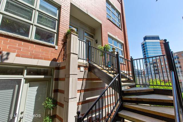 855 W Erie Street #110, Chicago, IL 60642 (MLS #10460515) :: Property Consultants Realty