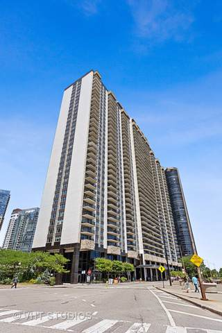 400 E Randolph Street #1507, Chicago, IL 60601 (MLS #10460609) :: Baz Realty Network | Keller Williams Elite