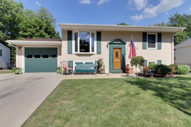 1315 Dogwood Lane, Bloomington, IL 61704 (MLS #10470599) :: The Wexler Group at Keller Williams Preferred Realty