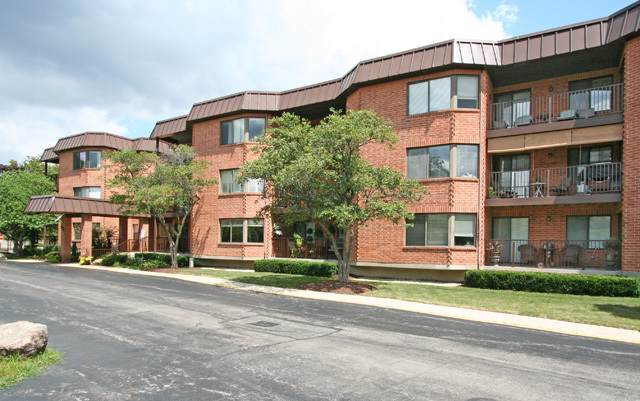 6401 Clarendon Hills Road #100, Willowbrook, IL 60527 (MLS #10485912) :: Angela Walker Homes Real Estate Group
