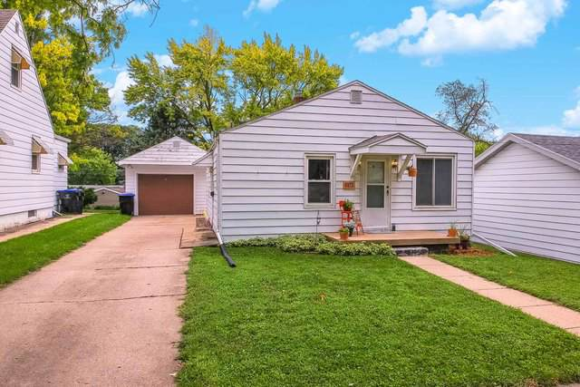 703 E Wood Street, Bloomington, IL 61701 (MLS #10487764) :: The Perotti Group | Compass Real Estate