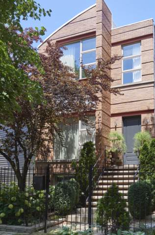 2110 W Superior Street, Chicago, IL 60612 (MLS #10520297) :: LIV Real Estate Partners