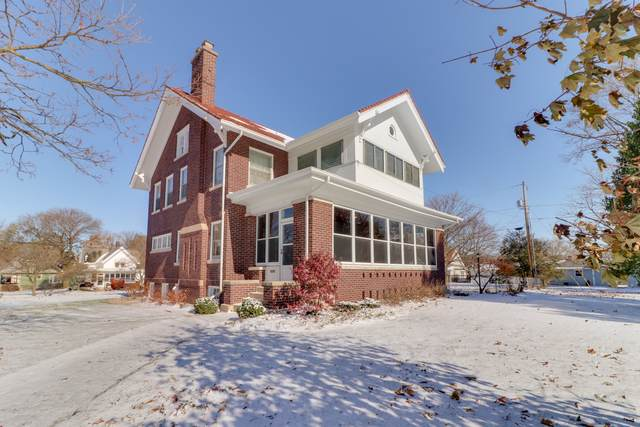 105 E Parkway, Lexington, IL 61753 (MLS #10573021) :: Janet Jurich