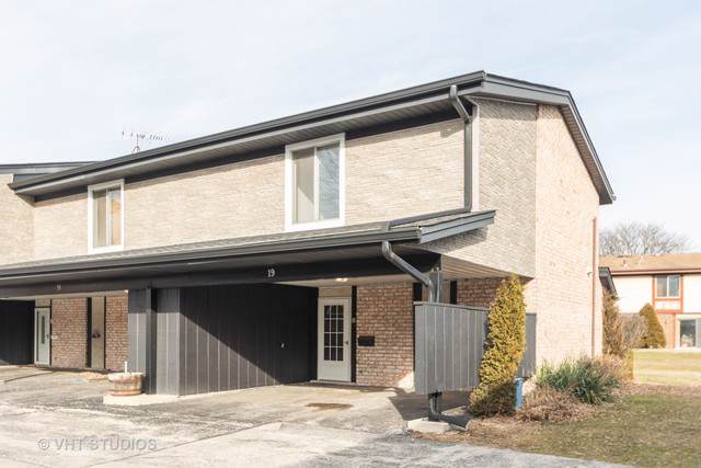 19 Cour Monnet, Palos Hills, IL 60465 (MLS #10607358) :: The Wexler Group at Keller Williams Preferred Realty