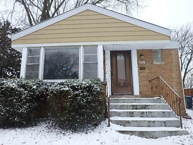 9228 S Millard Avenue, Evergreen Park, IL 60805 (MLS #10607775) :: Angela Walker Homes Real Estate Group
