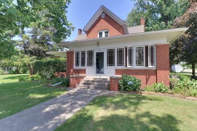 201 Monroe Street, Hopedale, IL 61747 (MLS #10643216) :: Janet Jurich