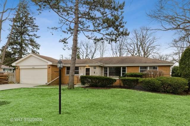 1020 Manor Drive, Wilmette, IL 60091 (MLS #10678239) :: Jacqui Miller Homes