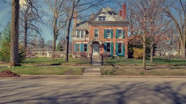 210 E Chestnut Street, Bloomington, IL 61701 (MLS #10685783) :: BN Homes Group