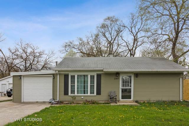 1307 Loral Avenue, Joliet, IL 60435 (MLS #10698263) :: Schoon Family Group
