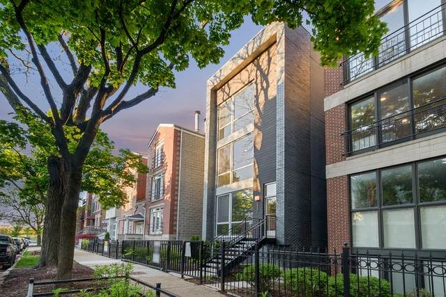 2331 N Leavitt Street Ph, Chicago, IL 60647 (MLS #10724571) :: The Mattz Mega Group