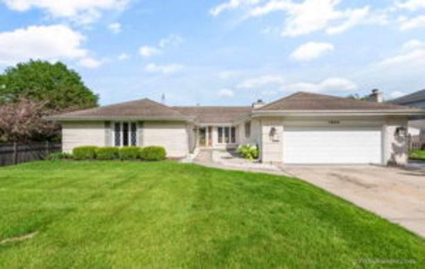 1628 E Barberry Lane, Mount Prospect, IL 60056 (MLS #10725790) :: Touchstone Group