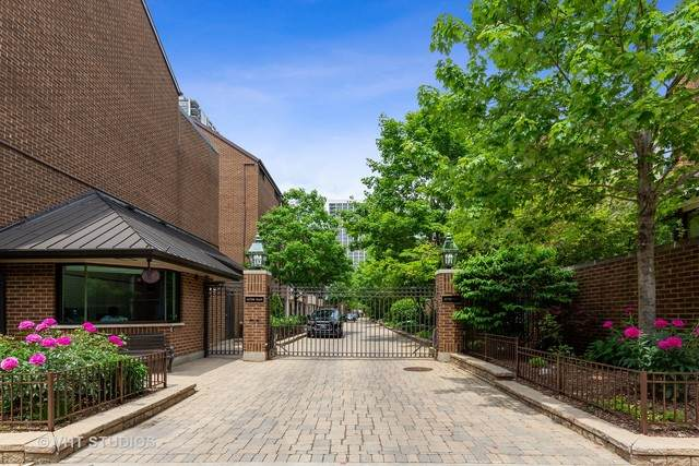 1308 N Sutton Place, Chicago, IL 60610 (MLS #10775036) :: BN Homes Group