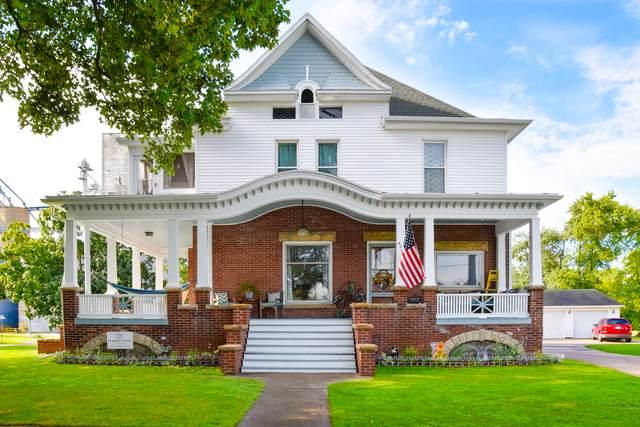 400 W Gillogly Street, NEWMAN, IL 61942 (MLS #10801990) :: Lewke Partners