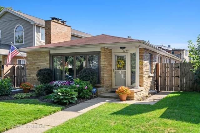5249 N Virginia Avenue, Chicago, IL 60625 (MLS #10812824) :: John Lyons Real Estate
