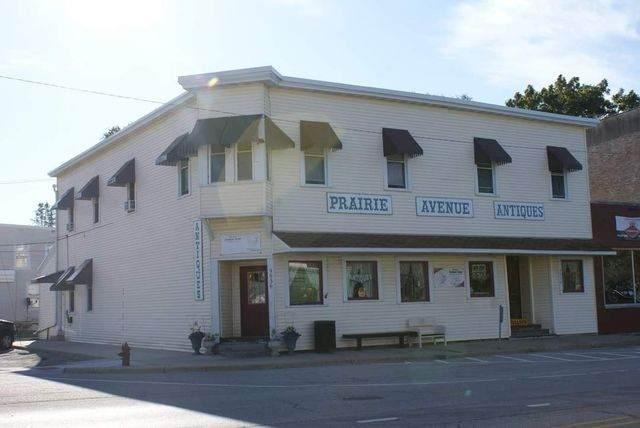 9936 Main Street, Hebron, IL 60034 (MLS #10855077) :: Helen Oliveri Real Estate