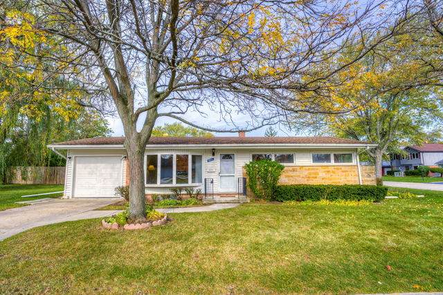 1046 Midway Road, Northbrook, IL 60062 (MLS #10910162) :: The Spaniak Team