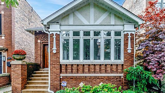1912 W Bradley Place, Chicago, IL 60613 (MLS #10918485) :: Suburban Life Realty