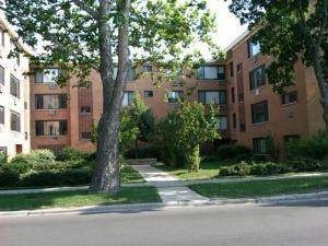 2700 W Lunt Avenue #102, Chicago, IL 60645 (MLS #11007997) :: Jacqui Miller Homes