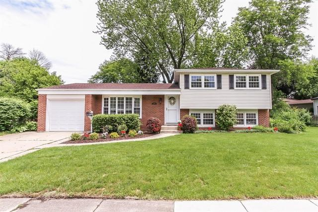 2215 N Verde Drive, Arlington Heights, IL 60004 (MLS #09914024) :: Lewke Partners